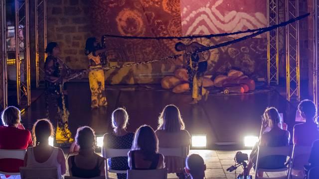 """Gosti iz Švedske odigrali predstavu """"Zagrljaj"""" u sklopu Dubrovačkih ljetnih igara"""