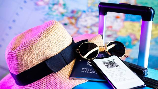 Želimo li putovati bit će nam potrebna COVID putovnica