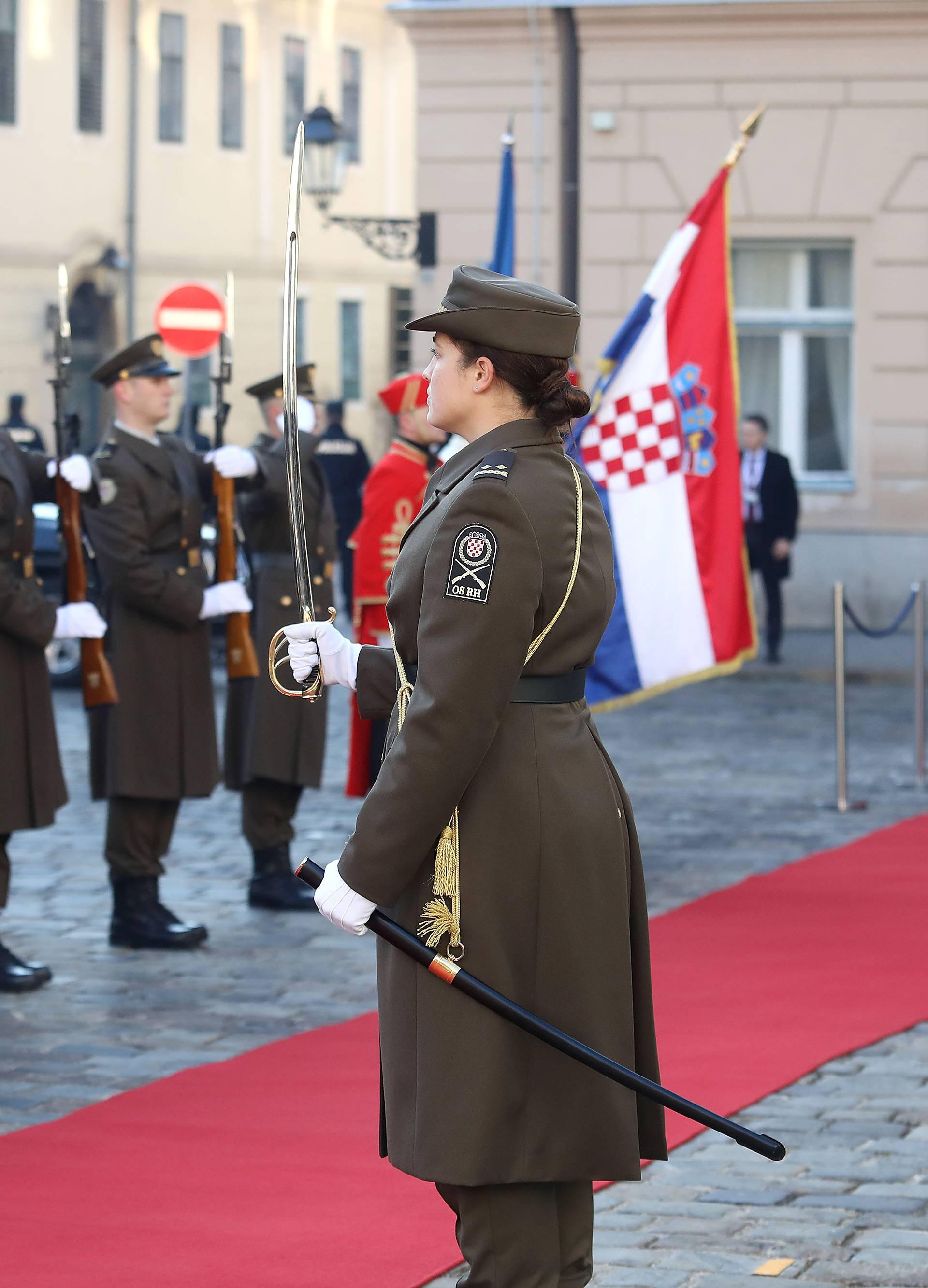 Časnica Kojundžić zapovijedala počasnom postrojbom na dočeka Ursule von der Leyen