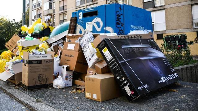 Zagrebački kvart Knežija zatrpana smeće