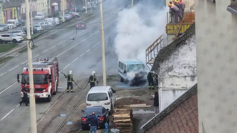 VIDEO Izgorio auto u Osijeku