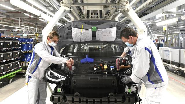 Zwickau vehicle plant resuming production of the ID.3 slowly and