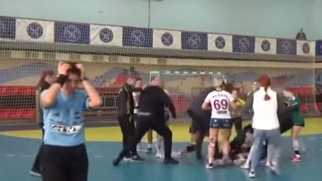 Ovo još niste vidjeli: Igračice se mlatile, s njima se tukli i treneri