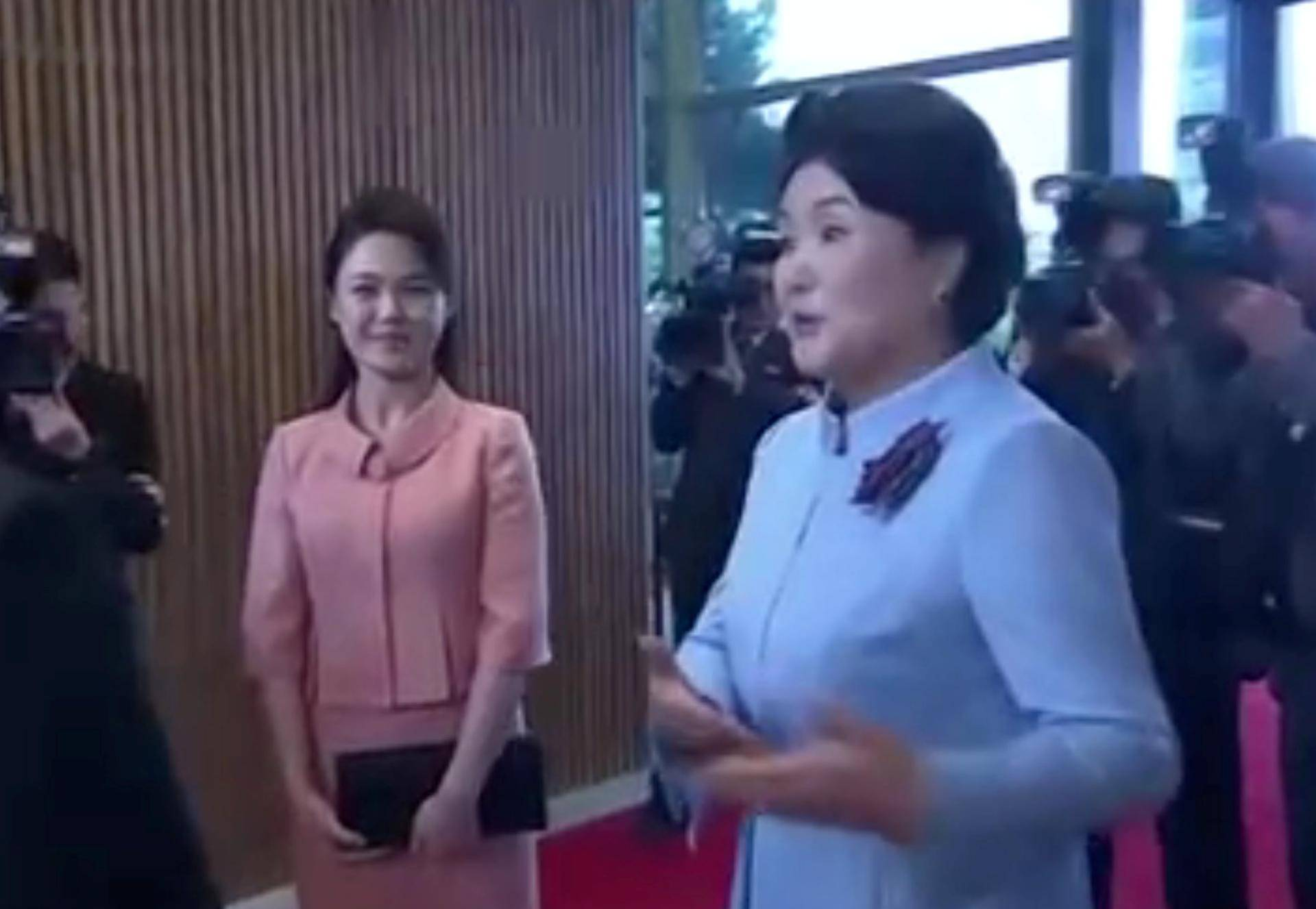 North Korean leader Kim Jong Un's wife, Ri Sol Ju, arrives to join the inter-Korea dinner at the truce village of Panmunjom