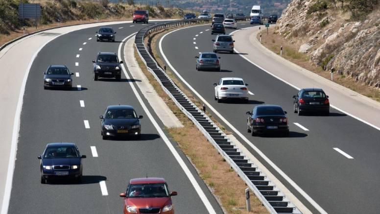Na autocesti A3 Mercedesom i Audijem vozili preko 200 km/h