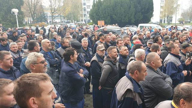 Radnici Đure Đakovića izašli su na ulice, traže plaće za listopad