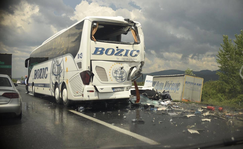 'Udarac je bio strašan': Jedan mrtav u sudaru kamiona i busa