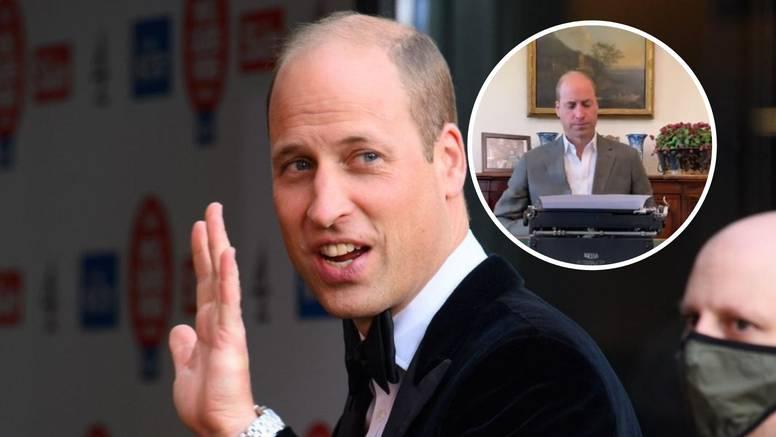 Princ William pisao knjigu na pisaćem stroju pa se našao na meti Twitteraša: 'Ovo me boli'