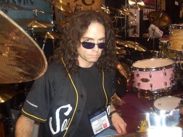 Usred koncerta: Umro je bivši bubnjar slavnog Megadetha