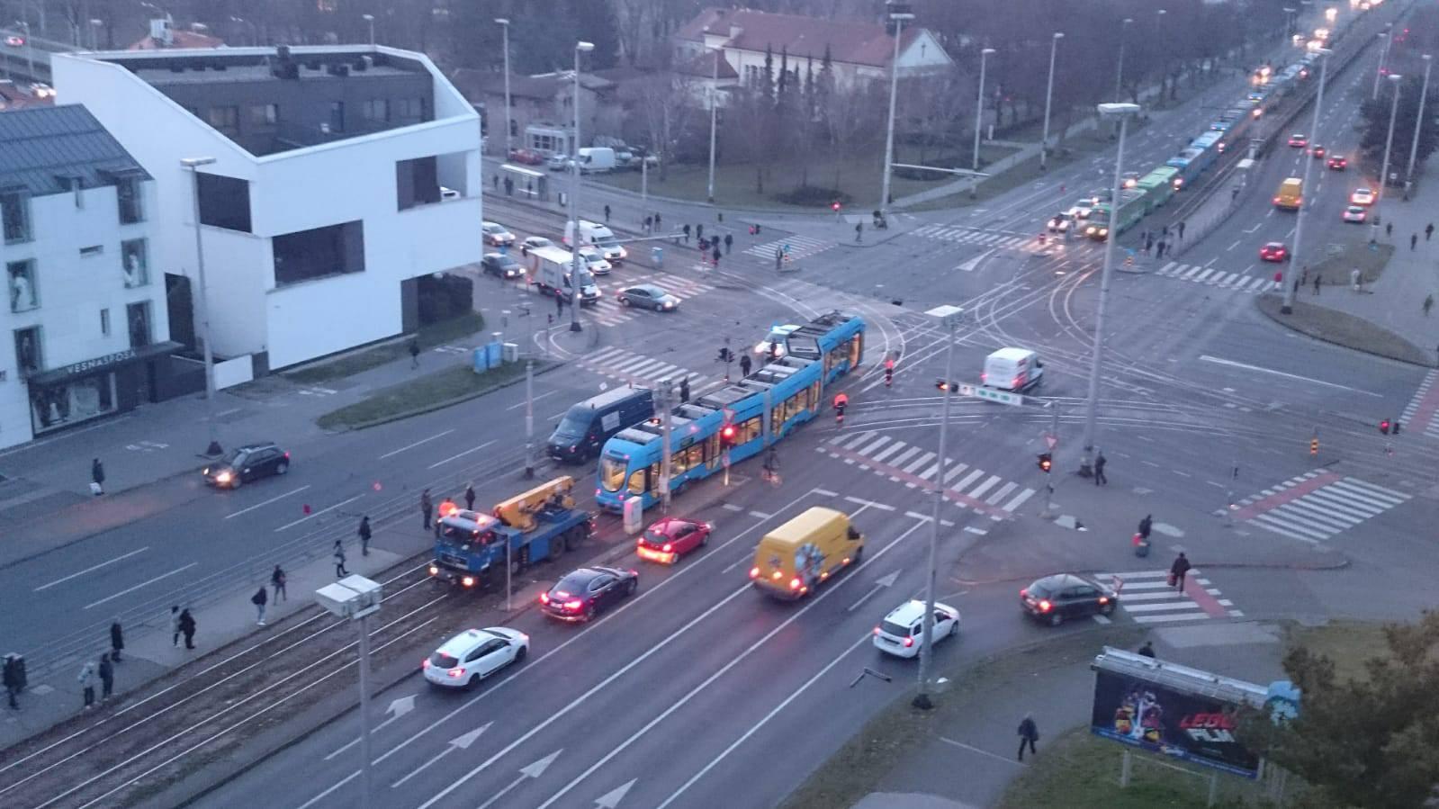 Tramvaj iskočio iz tračnica na Držićevoj: Promet normaliziran