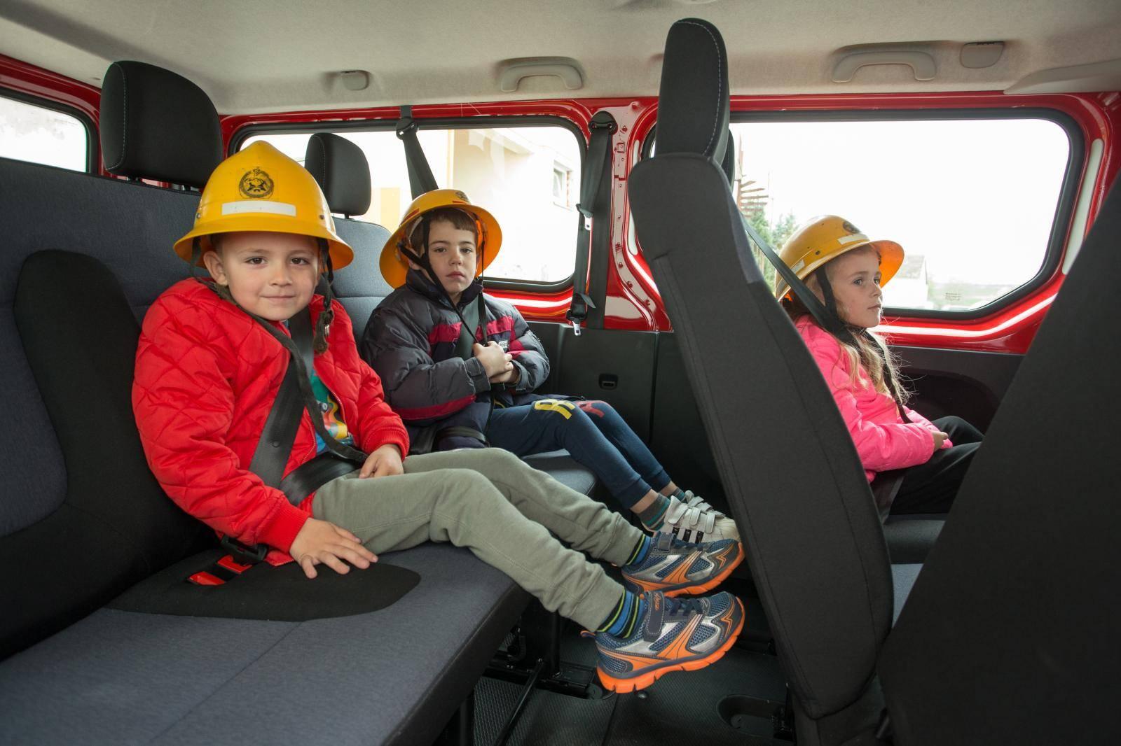 Uživaju u vožnji: Uz sirene i rotirke u školu s vatrogascima