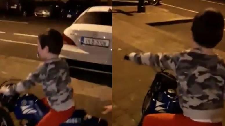 Dječaku dali motocikl za Božić, stigao je samo do prvog stupa