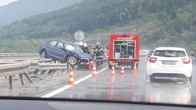 Sudarila se četiri auta i kamion kod Otočca, dvoje je ozlijeđeno