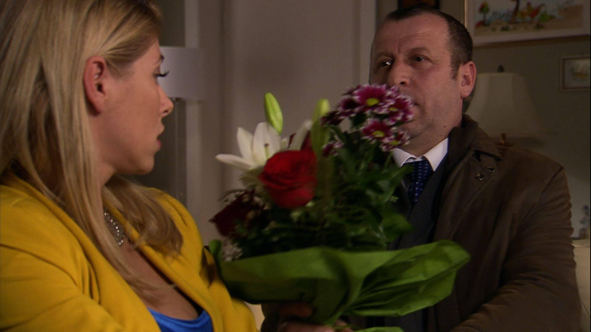 Sveto naposljetku zaprosi Barbaru, na što ona pristaje