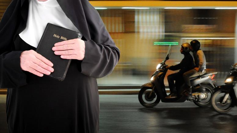 Mopedom udarili časnu sestru (85), ukrali su joj torbu i bocu svete vode: 'Mogla je umrijeti'