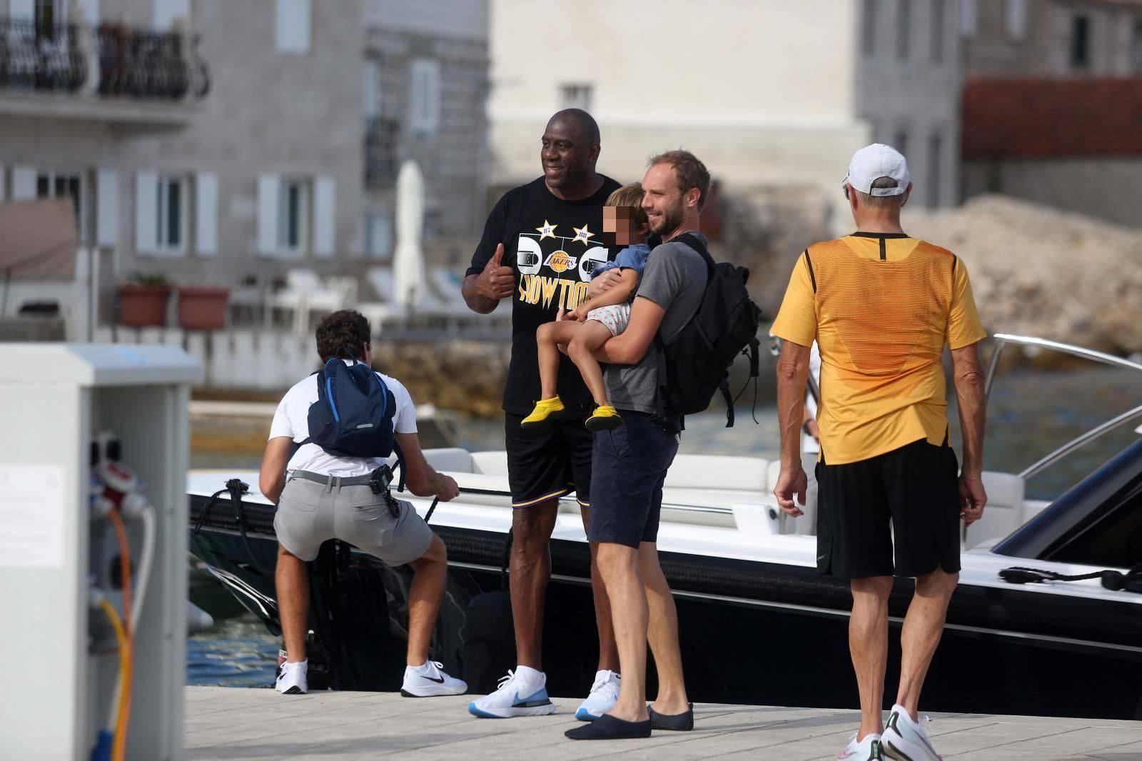 Magic Johnson vježbao na Visu i strpljivo se fotkao s fanovima