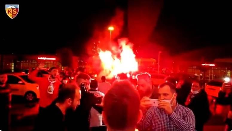 Navijači Kayserispora dočekali Gavranovića: Otišao iz Dinama
