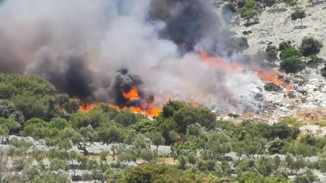 Buknuo je požar na Malom Lošinju: Gori odlagalište otpada