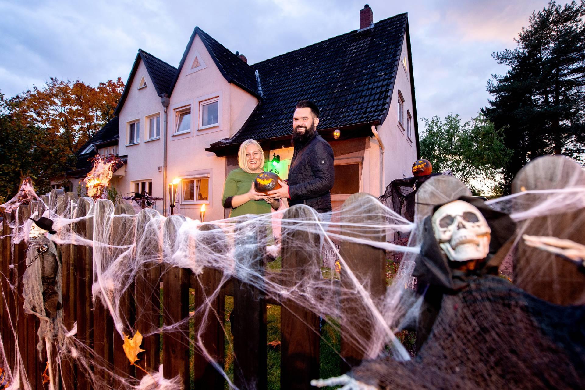 Marleen i Julian svake godine na Noć vještica svoj vrt pretvaraju u 'komoru užasa'