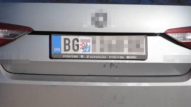 Na beogradsku tablicu nalijepio grb HSP-a i dovezao se na Srđ