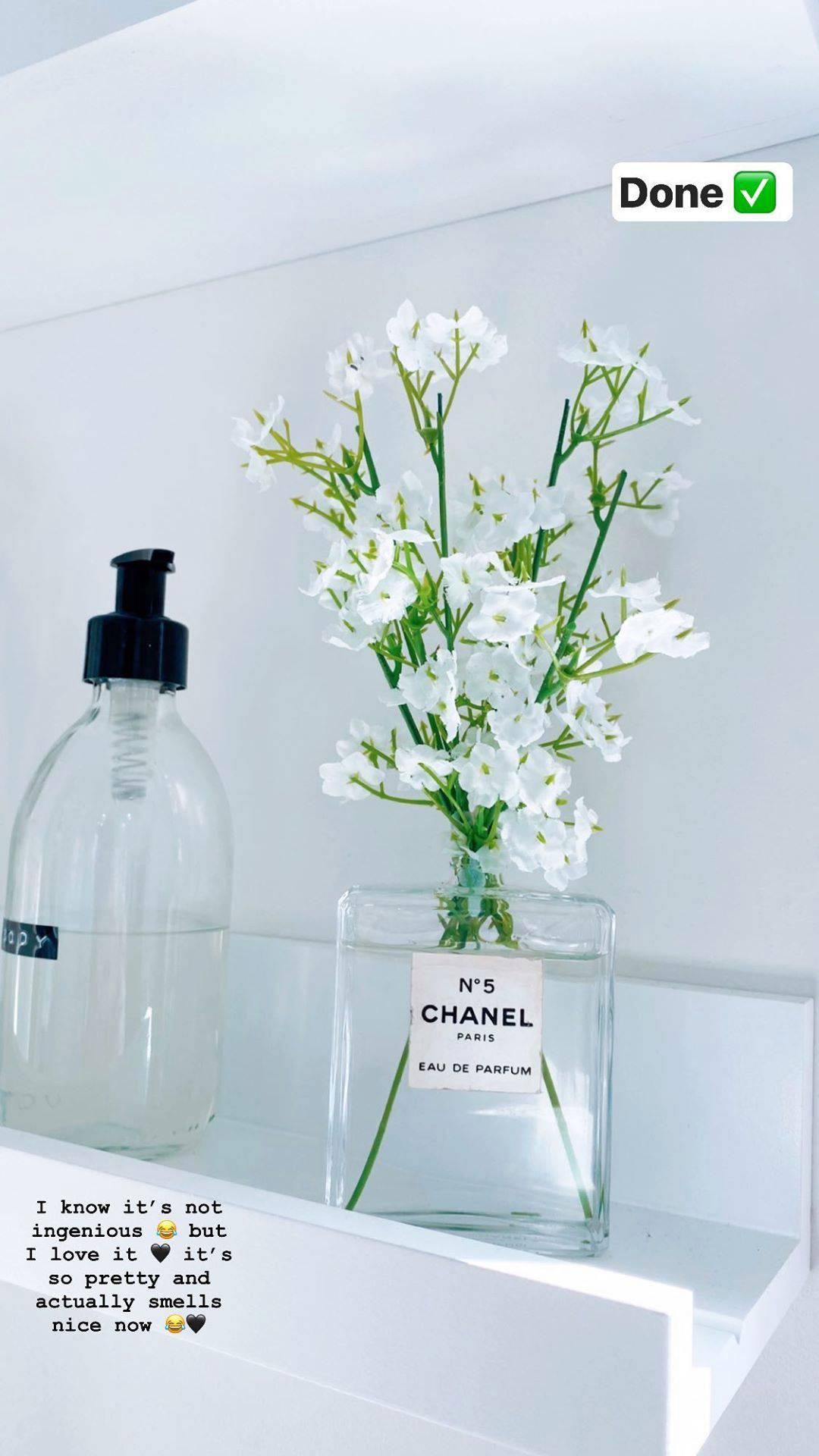 Praznu bočicu Chanel parfema pretvorila u ovu  modernu vazu