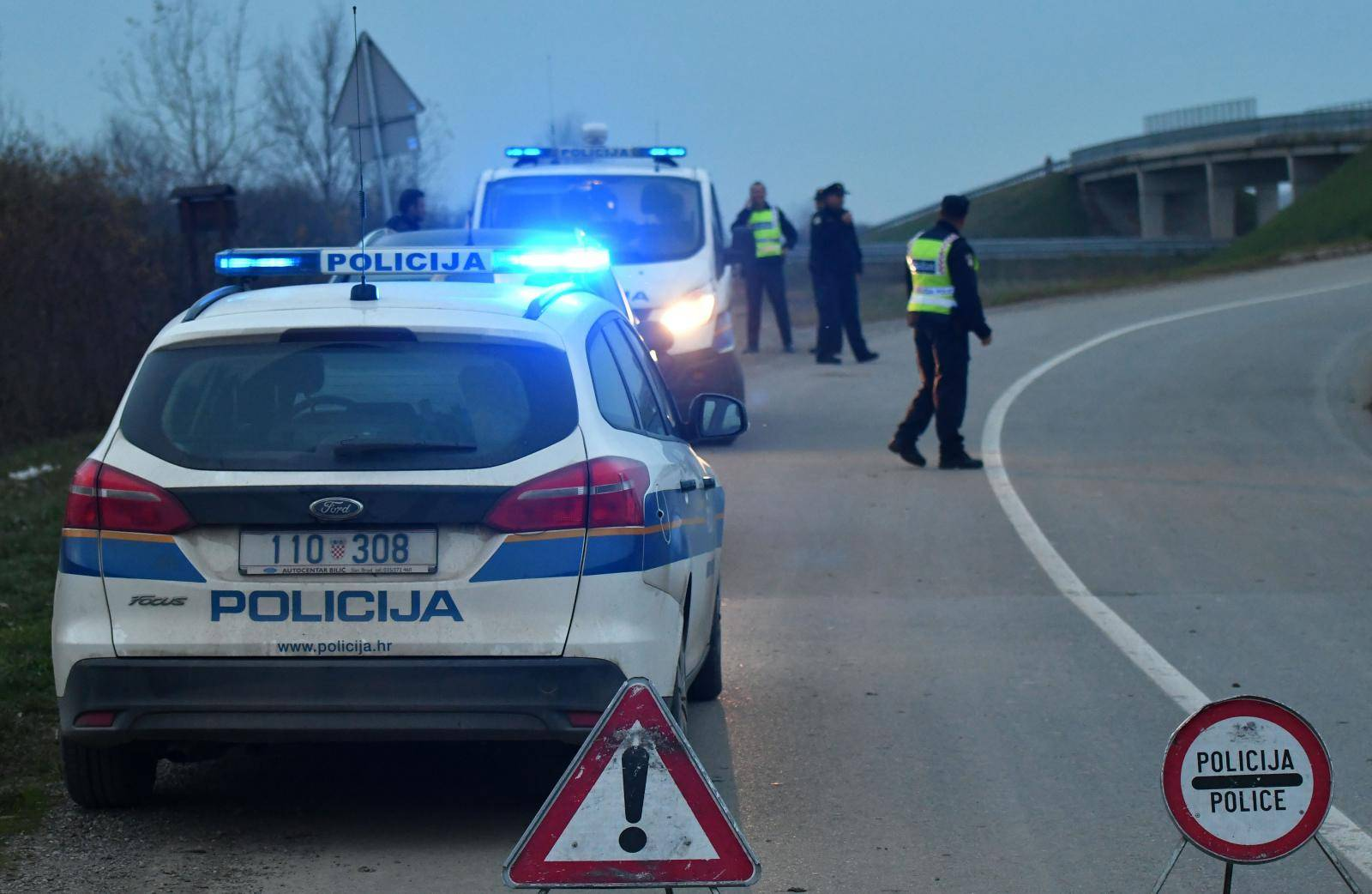 Muškarac poginuo kod Županje, automobilom je izletio s ceste