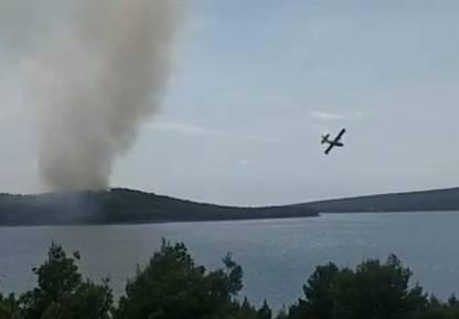 Gori borova šuma na otoku Braču, zračne snage na terenu