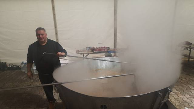 Heroji kuhari u Banovini: Nismo imali šator, kuhali smo na kiši