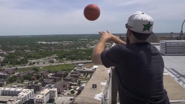 Suludi rekord: 'Zakucao' je koš s nebodera visokog 162 metra