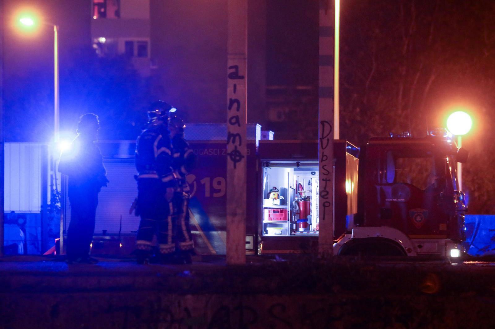 Zagreb: Opet gori na Zapadnom kolodvoru - zapalila se napuštena baraka