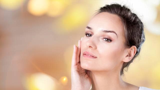Od sunčanja do starenja: Uzroci nepravilnog tona kože na licu