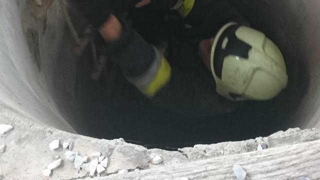 Učenici su pozvali vatrogasce da spase mačića iz bunara