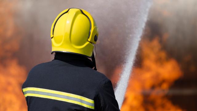 Dva velika požara na Lošinju: Na dva parkirališta gorjelo je najmanje osam automobila
