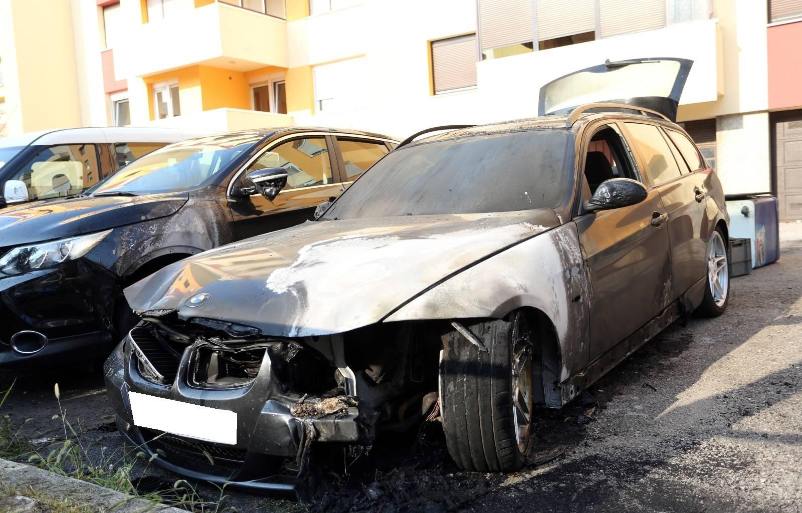Karlovac: Zapalio se osobni automobil koji je potpuno izgorio, oštečeni i okolni autmobili