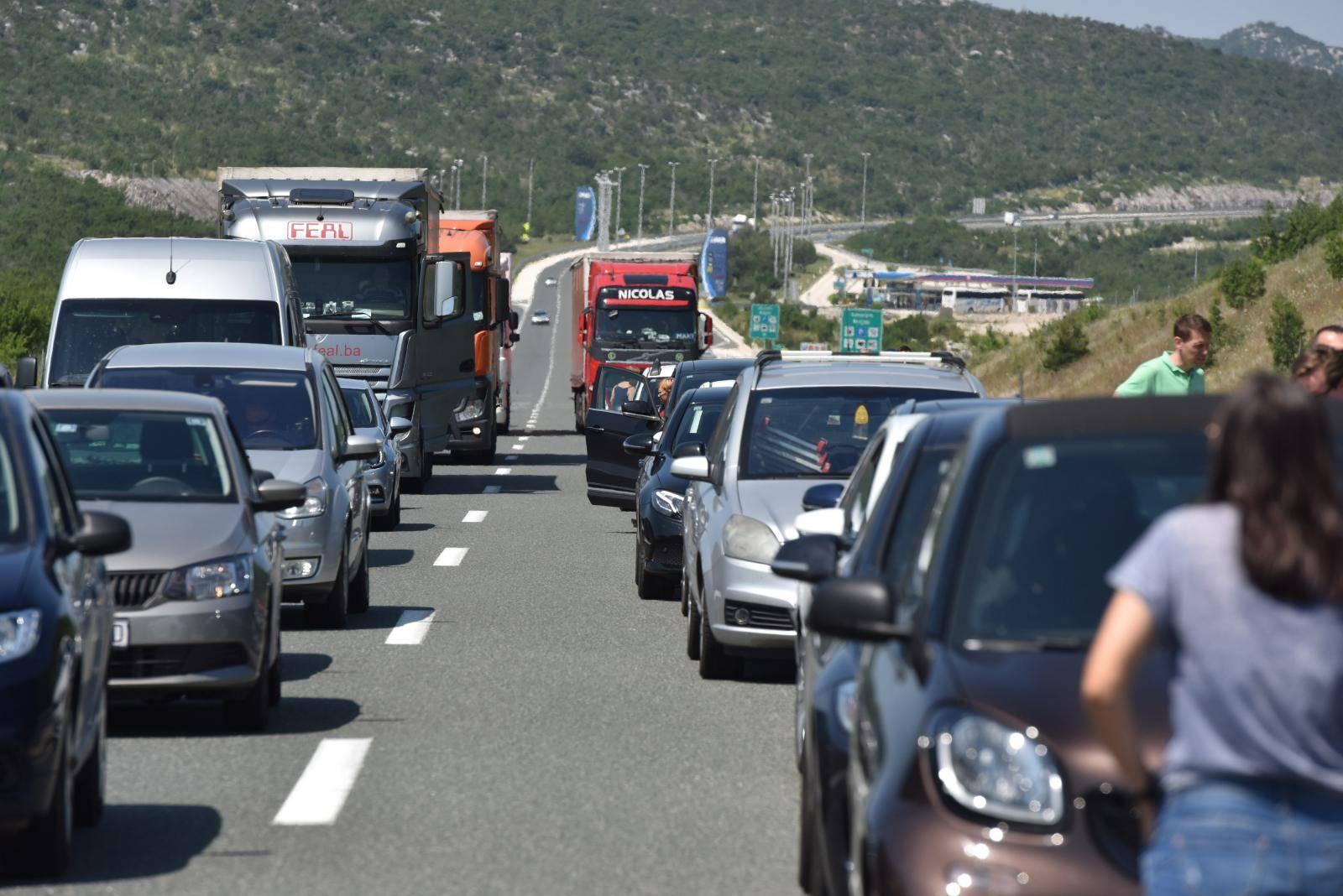 Split: Zbog vozila koje je ušlo u krivi smjer na autocesti A1 nastala velika gužva