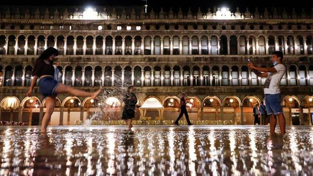 Outbreak of the coronavirus disease (COVID-19) in Venice
