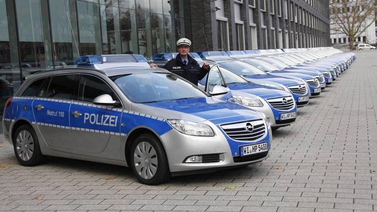 Njemački policajci ne stanu u Insignije, nisu im ni pregledne