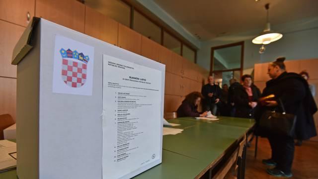 Građani u samoizolaciji glasat će kod kuće, ostali na birališta idu sa svojim kemijskama
