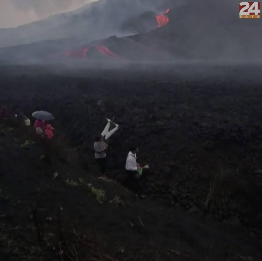 Stanovnici izvode vjerske rituale ispred vulkana Pacaya