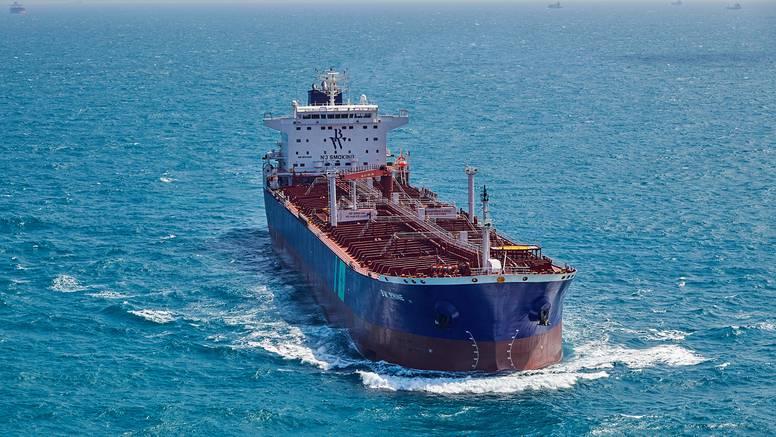 Sudar tankera i broda u Žutom moru - nafta se izlijeva u more