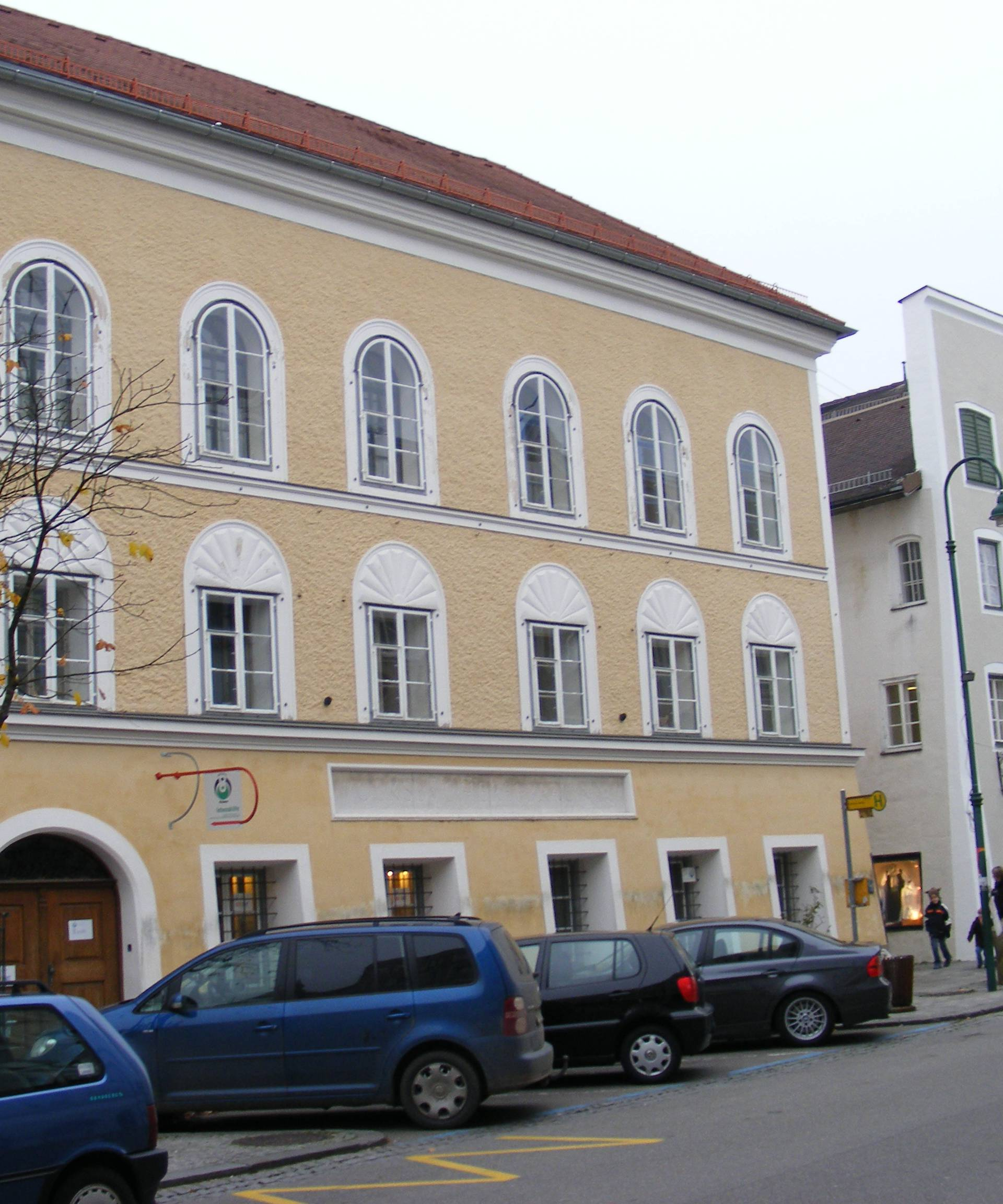 Kontroverzna žuta trokatnica: Austrijanci ruše Hitlerovu kuću