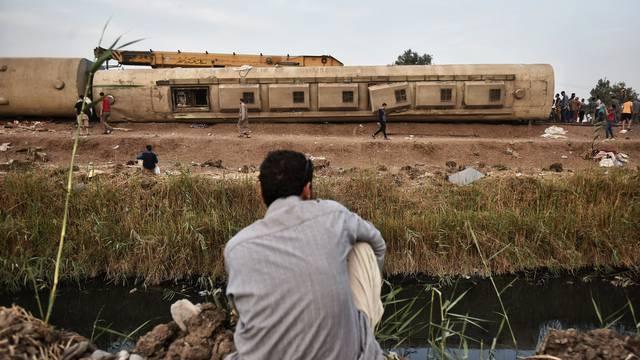 Jedanaest mrtvih i 98 ozlijeđenih ljudi u željezničkoj nesreći u Egiptu