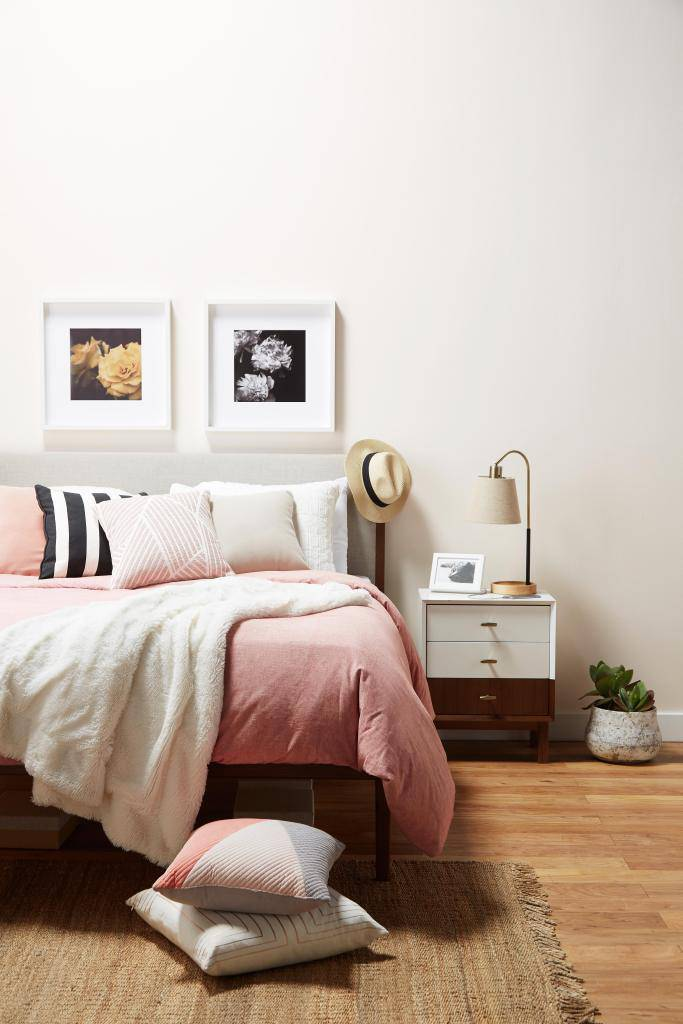 Ovih 7 stvari bi trebala imati svaka spavaća soba za odrasle