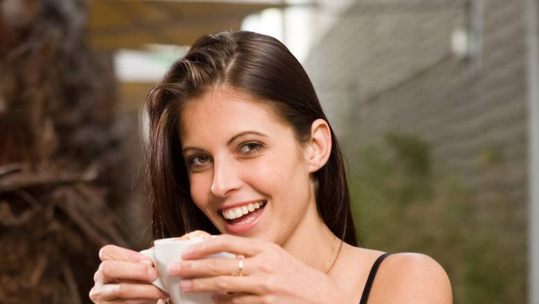 Tko pije pet šalica kave dnevno, kocka se sa zdravljem