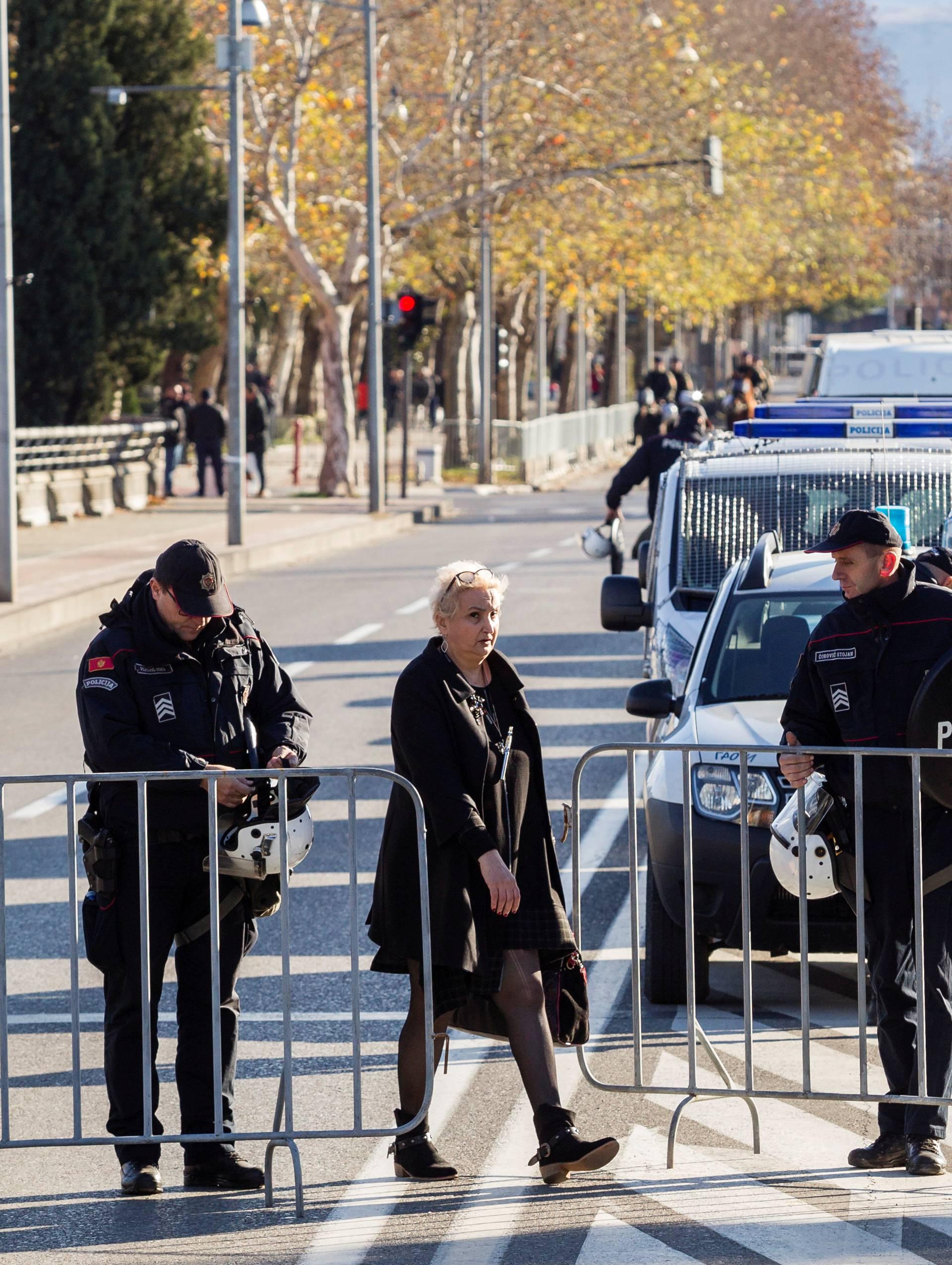 Vojska Crne Gore na ulicama, a mladi nisu otporni na koronu