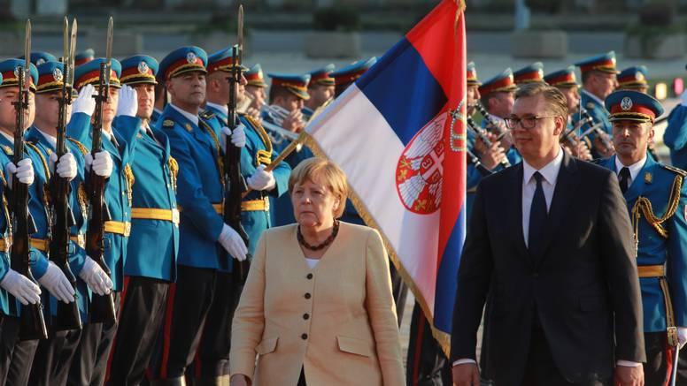 Angela Merkel doputovala u Srbiju, sastala se s Vučićem