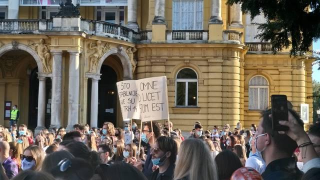 Studenti prosvjedovali protiv školarina: 'Prodajem stan u Zagrebu za semestar na Pravu'