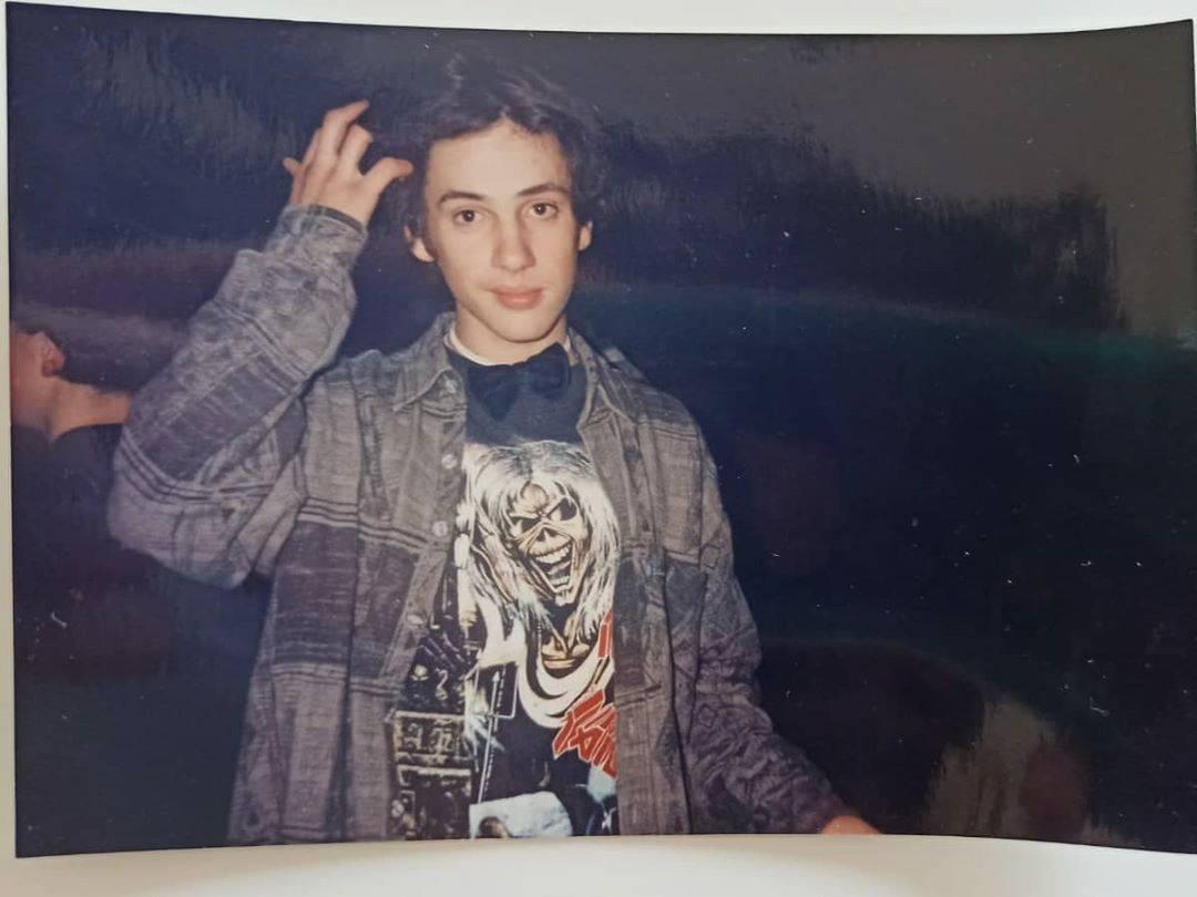 Bogdan objavio fotku iz mlađih dana: Metalac s leptir mašnom