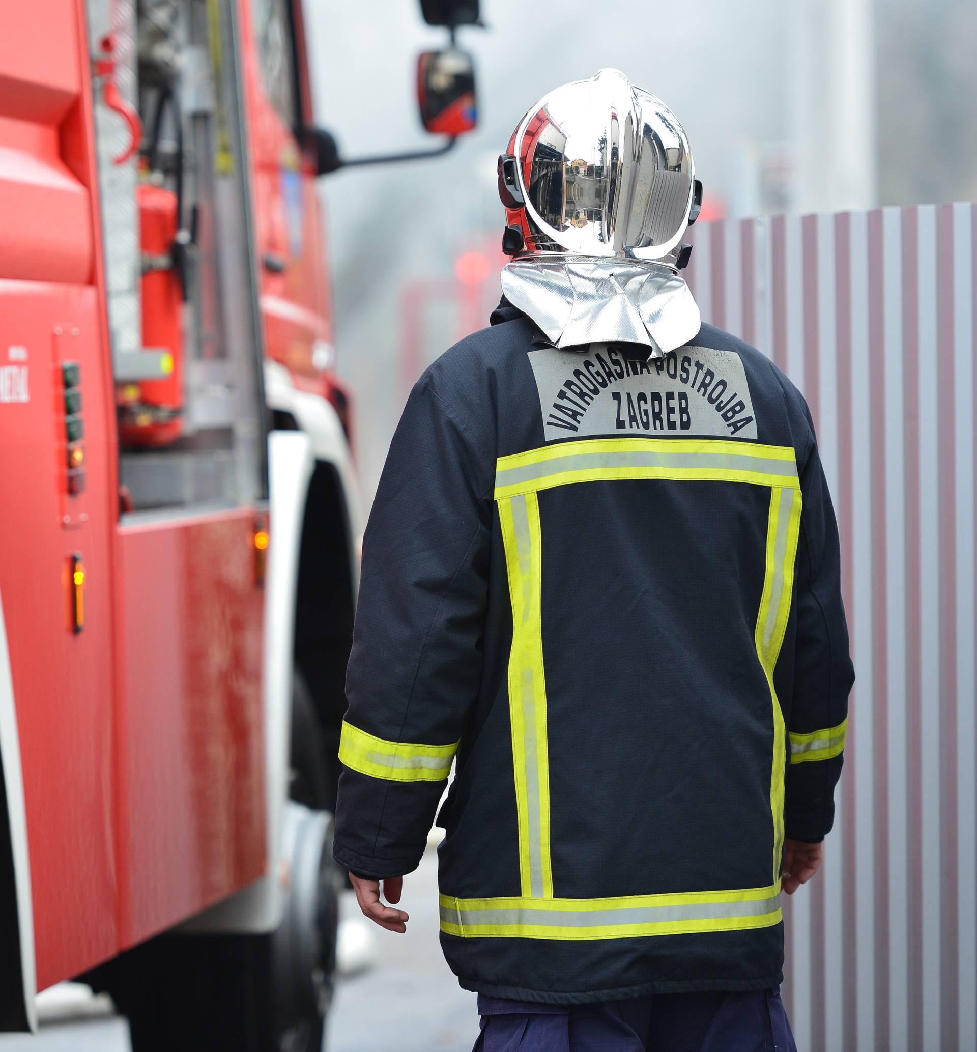 Bio je pijan: Muškarac (57) zapalio kuću u kojoj je živio