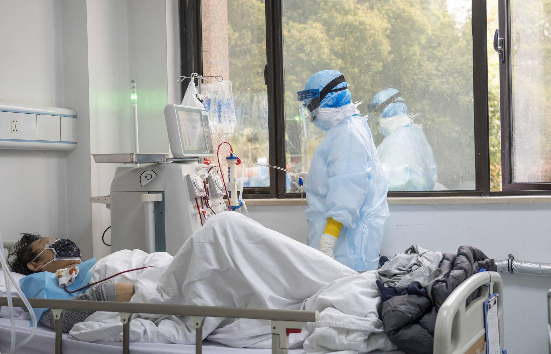 CHINA-HUBEI-WUHAN-MEDICS-HEMODIALYSIS (CN)